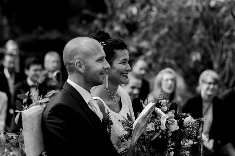 Brautpaar strahlt
