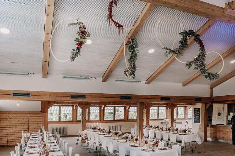 Festsaal mit Tischen