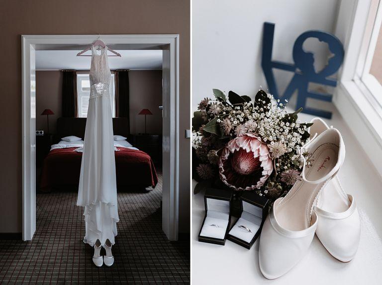 Brautkleider hängt am Türrahmen