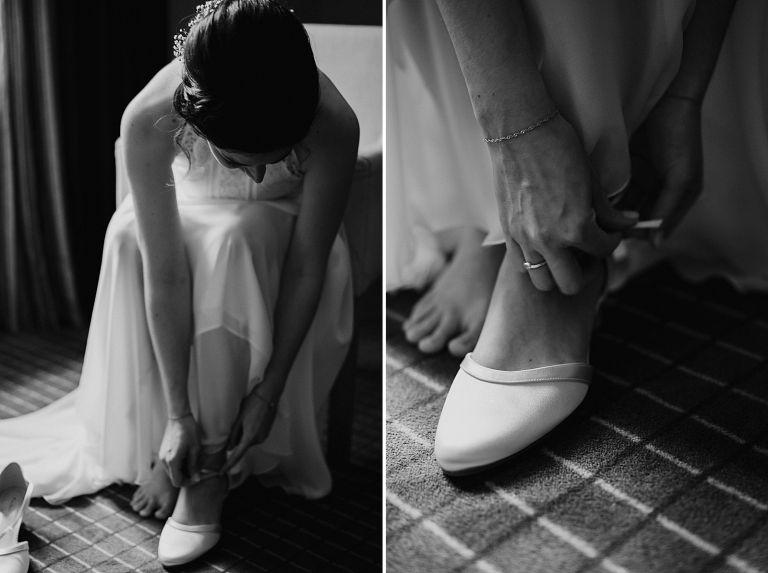 Braut zieht sich die Brautschuhe an