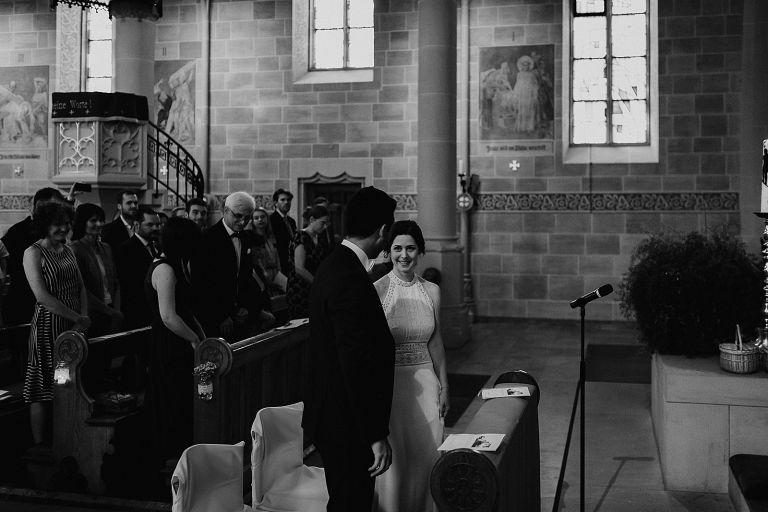 Bräutigam empfängt die Braut