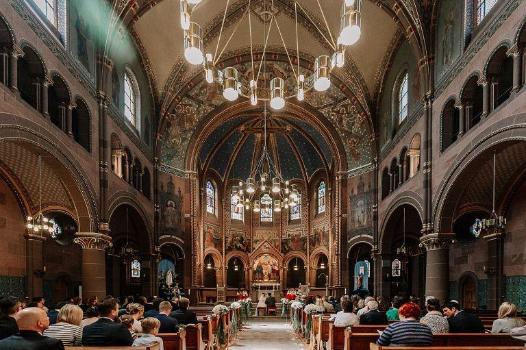 Blick in die Kirche von hinten