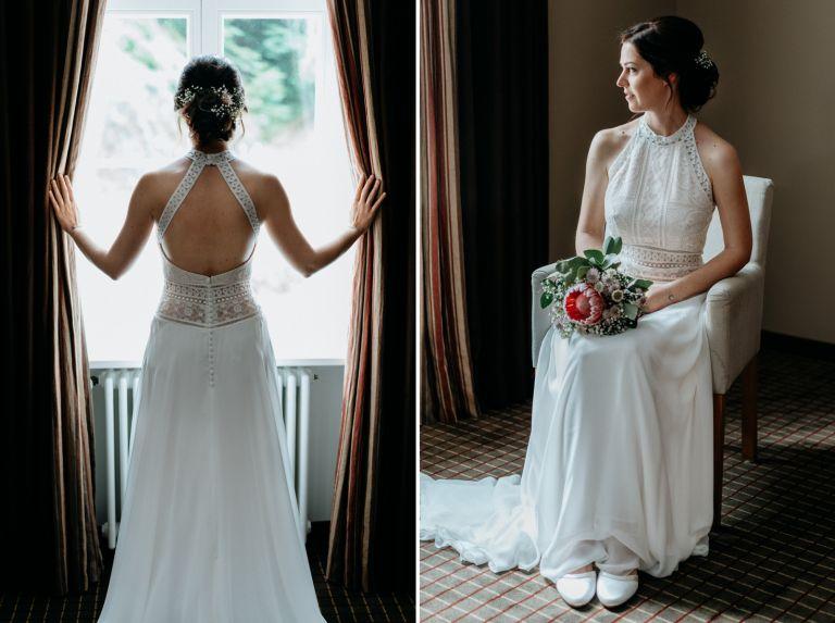 Braut steht vor dem Fenster